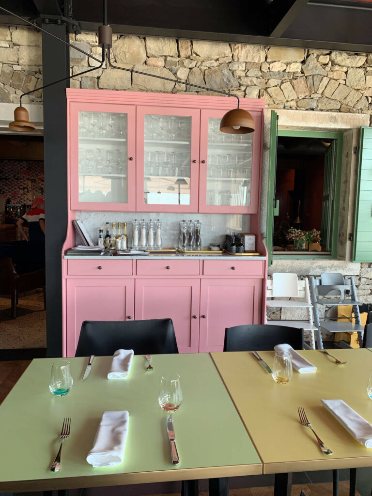 Bitte zu Tisch: ROXANICH Winery, Motovun (Foto: Thomas Sommeregger)