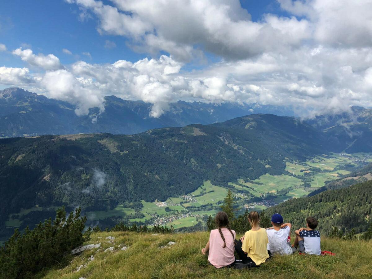I am from Austria: Blick ins Gitschtal auf das kleine Lassendorf (Foto: Thomas Sommeregger)